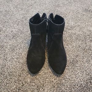 Tahari Black Suede Charles Ankle Boots 7.5M